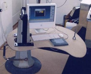 Hydraulic computer table